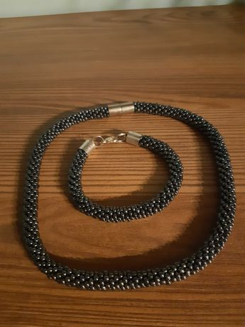 Zestaw biżuterii (na szyję i bransoletka)