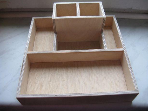 Super organizer na biurko drewniany. Bardzo solidny.