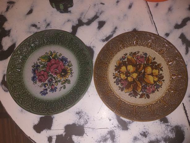 Dwa,stare,ceramiczne talerze ręcznie malowane z sygnaturą