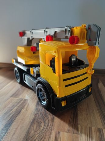 Dźwig na samochodzie ciężarowym