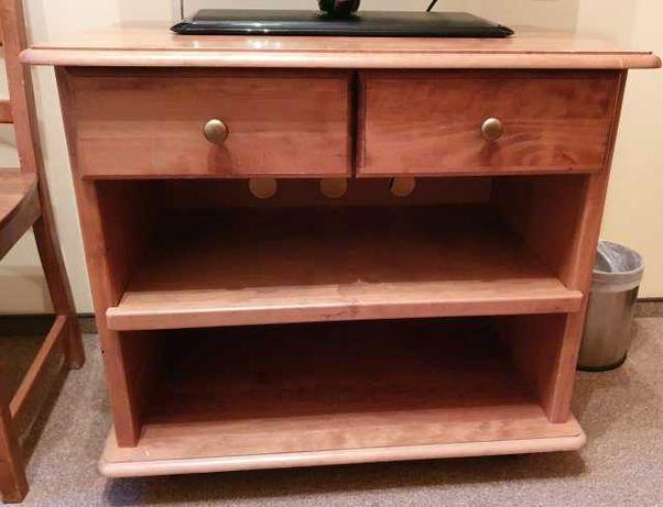 Klasyczna drewniana komoda z szufladami / stolik pod telewizor