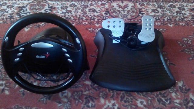Руль та педалі для комп'ютера