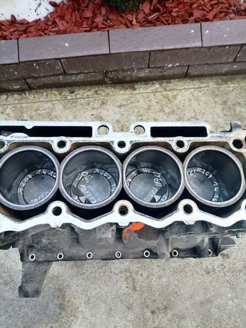 Блок низ мотора (двигателя) peugeot 207 206 307 c2 c3 1.4 16v 10FE03