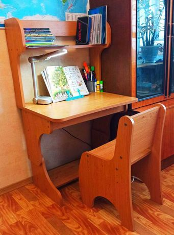 Стол письменный и стул, парта для школьника