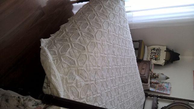 Coberta de crochet como nova de cama de solteiro