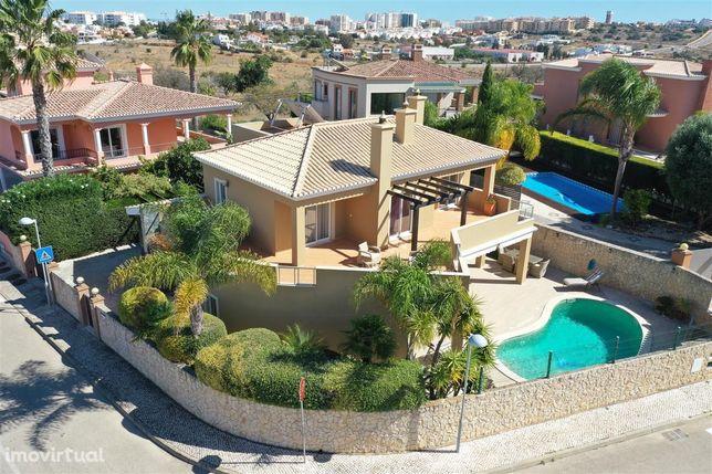 4 Bedroom Villa in Atalaia