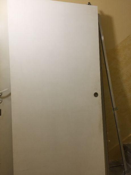 Drzwi wewnętrzne szkło.orn 1 szt ,przesuwne 2 szt ,zewn. 1 szt.używane