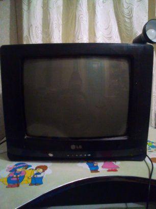 Продам телевізор робить усе