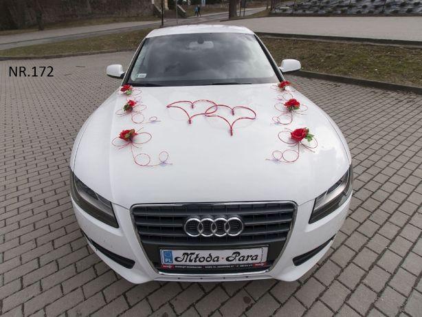 Dekoracja na biały samochód - Śliczna ozdoba