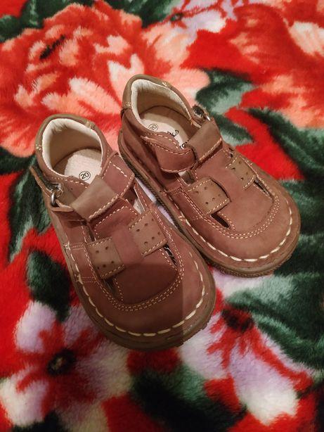 Новые кожаные туфли, босоножки , детские ,легкие тапочки детские