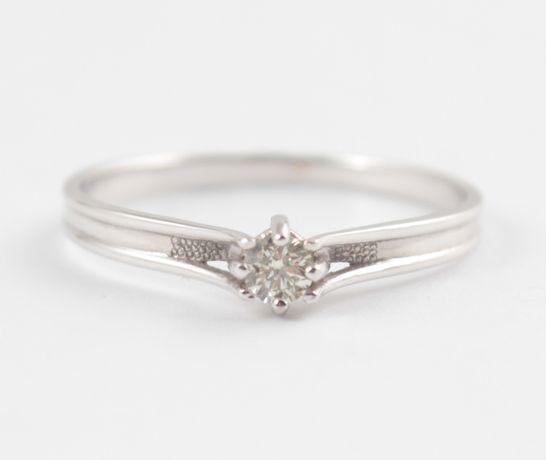 Распродажа! Кольцо из белого золота с бриллиантом
