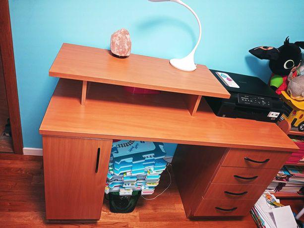 Biurko z szafką i szufladami