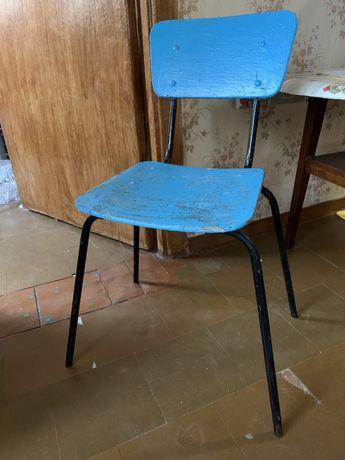 стулья на кухню, прочные и крепкие, 2 штуки с металическими ножками