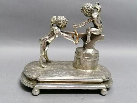 Figurka, anioły, cyna srebrzona, pocz. XX w