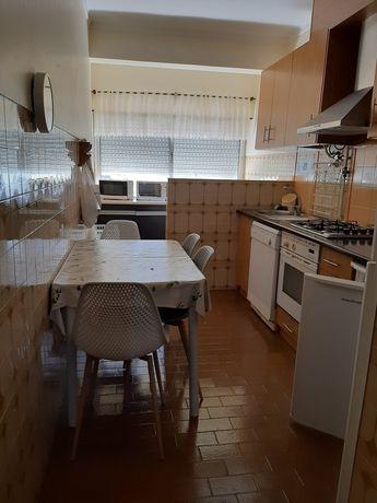 Apartamento equipado com 3 quartos perto da CP e ESE