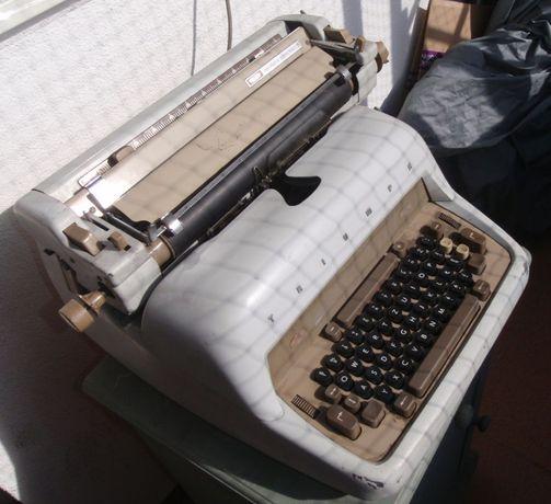 Elektryczna Maszyna do pisania Triumph Matura Electric S