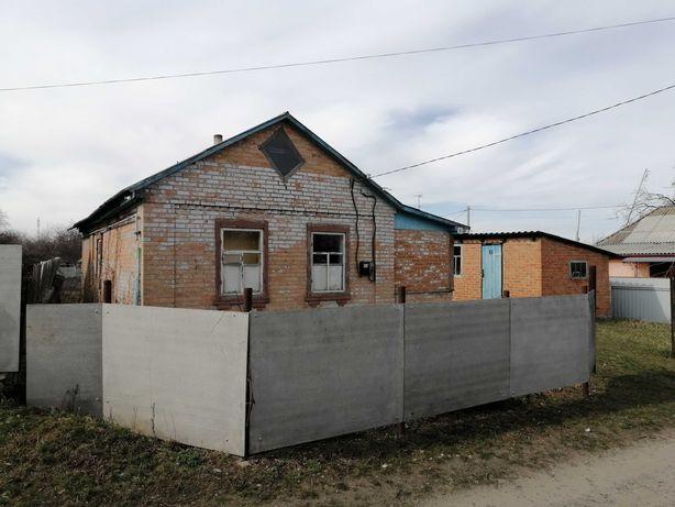 Продам дом, в центре посёлка Опошня.