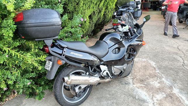 Vendo salvado SUZUKI GSX750F