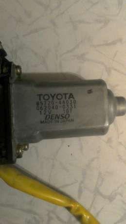 Мотор стеклоподъемника передней левой двери тойота Toyota