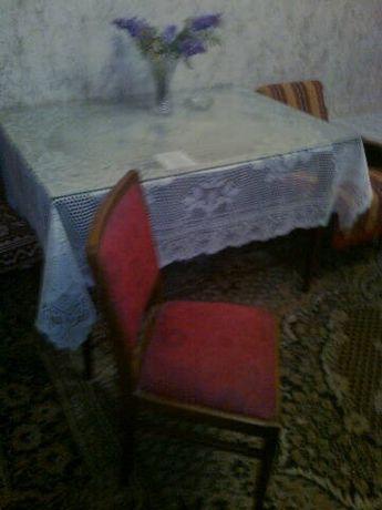 Krzesła i stół z PRL (cztery sztuki krzeseł)