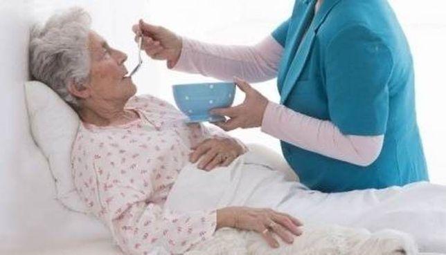 Досвідчена доглядальниця сиділка