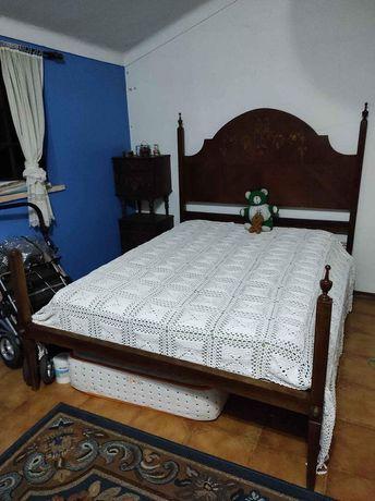Conjunto cama de casal e mesas de cabeceira