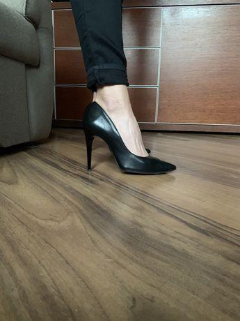 Buty, czułenka, szpilki czarne. Klasyka. Wysoka szpilka.