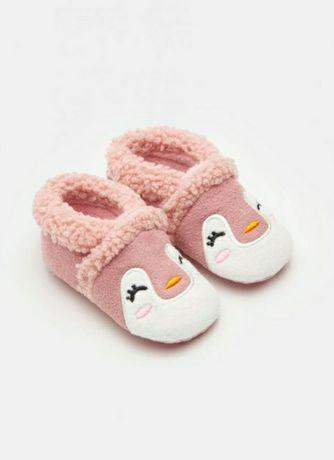 Nowe kapcie ciapetki niemowlęce dla dziewczynki Sinsay