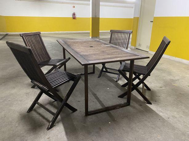 Mesa e 4 cadeiras em teca de jardim da AREA