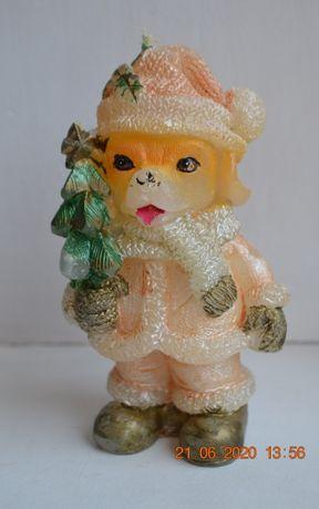 """Новогодняя восковая свеча """"Собачка с ёлочкой"""". Высота 11 см. Вес 75 гм"""