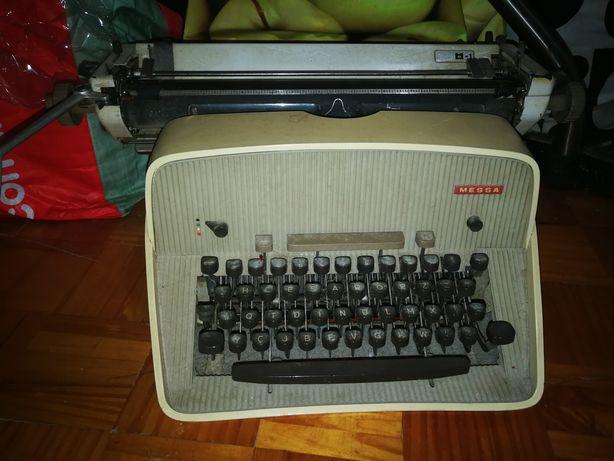 Máquina de escrever Vintage Messa