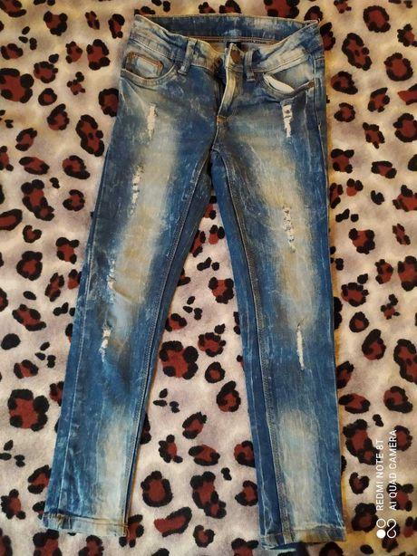 Классные джинсы - рванки для мальчика 128см