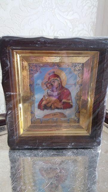 Продам Почаевскую икону Божией Матери в деревянном фигурном киоте.