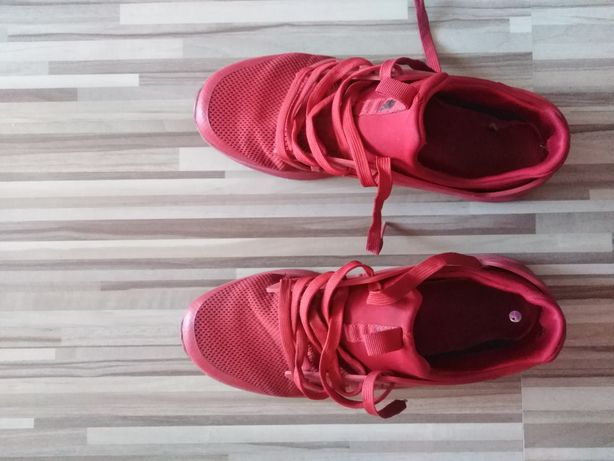 Sprzedam czerwone buty