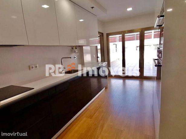 Apartamento T2 c/ elevador e garagem - Tomar
