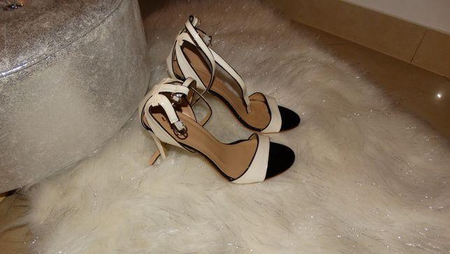 Szpilki, sandały