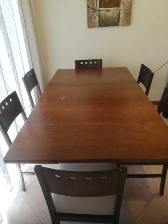 Conjunto de Mesa madeira maciça dobrável e 6 cadeiras.