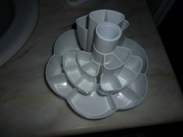 Caixa rotativa com várias divisórias para colocar jóias ou outros
