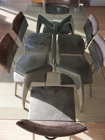 Mesa de vidro com 9 cadeiras