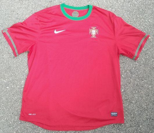 Várias camisolas da seleção Portuguesa