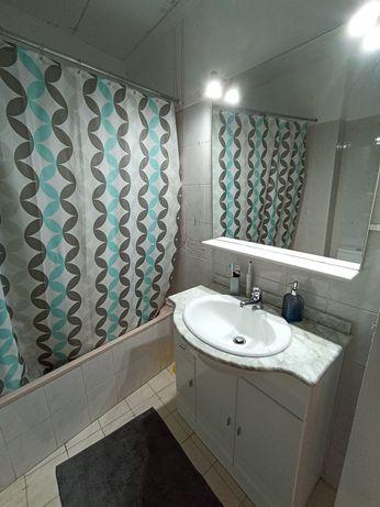 Móvel WC com lavatório e espelho