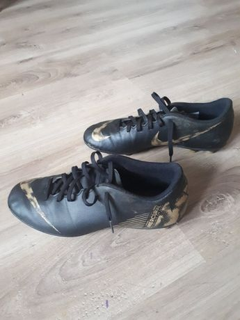 Buty piłkarskie korki NIKE rozm. 42,5