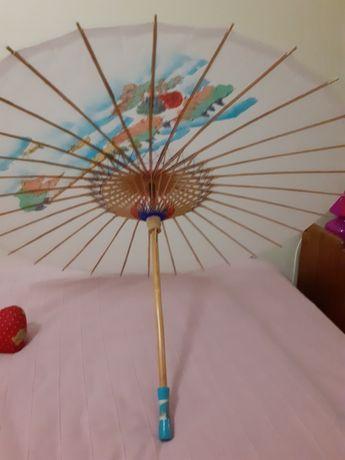 Chapéu chinês. Decorativo com desenhos pintados