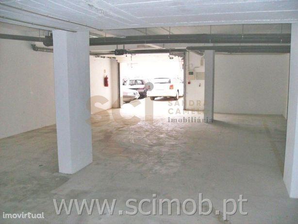 Garagem com 12 espaços de parqueamento Fidalguinhos. Fina...