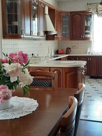 Продам дом новой постройки 150м.кв. в центре