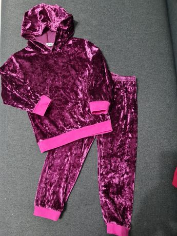 Спортивный костюм на девочку 3-4 года.