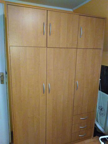 Oddam szafę o wymiarach 192,5 x 54,5 x127 cm