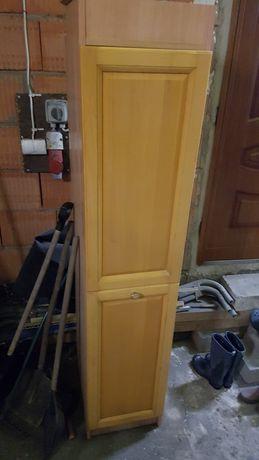 Szafka z drzwiami otwieranymi