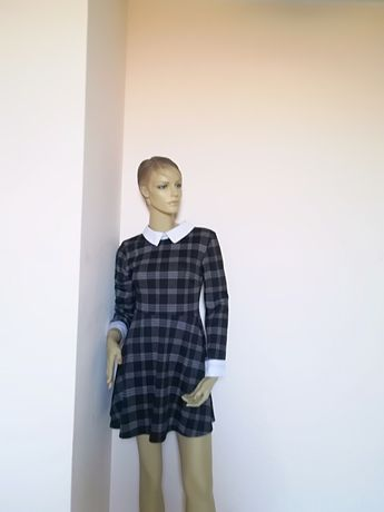Śliczna sukienka w kratę z kołnierzem xs