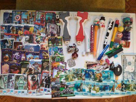 набор для ребенка:игрушки.карточки,магниты,ручки
